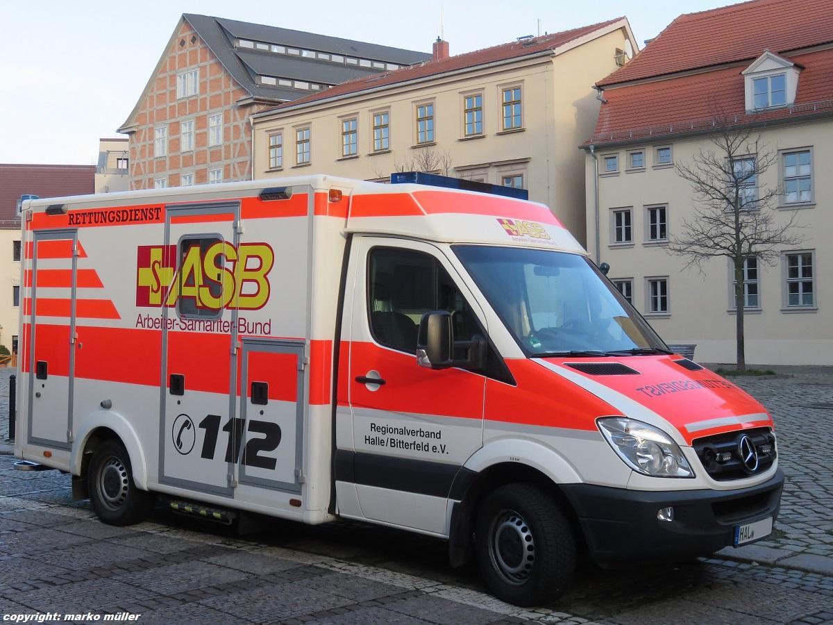 mercedes-benz-sprinter-rettungswagen-des-142431.jpg