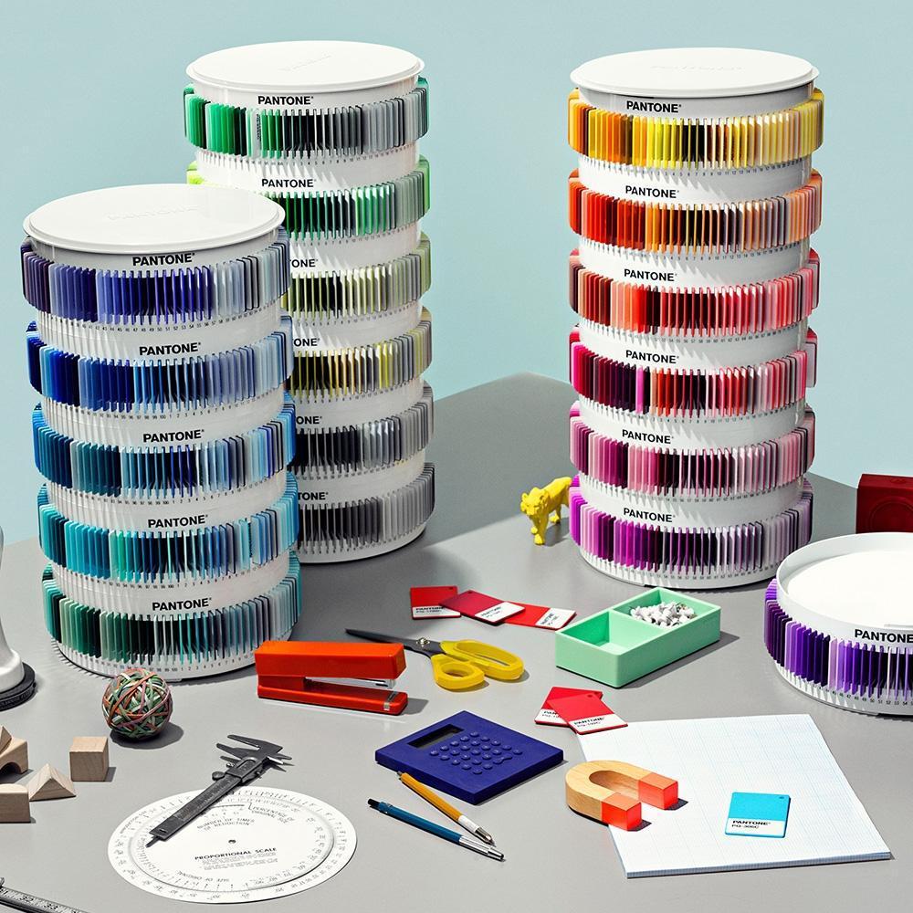 pantone-plus-plastic-standard-chips-collection-office-space-pant154_2_2_1800x1800.jpg.8b0487e8900253436f7832283b2f12cf.jpg